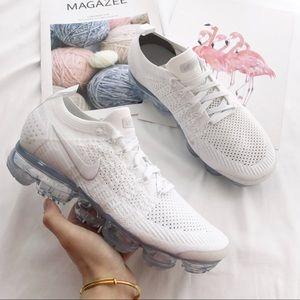 NWT Nike vapormax Triple white